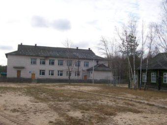 Школа в посёлке Рустай фото