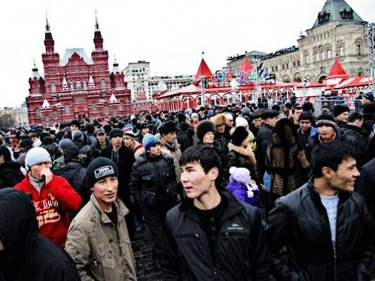 Фото мигранты на Красной площади
