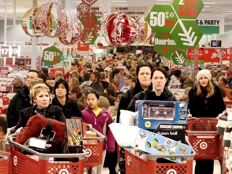 фото люди с покупками - общество потребления