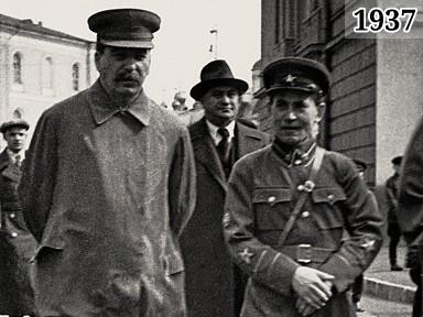 Фото Иосиф Сталин и нарком внутренних дел Николай Ежов направляются на Красную площадь январь 1937
