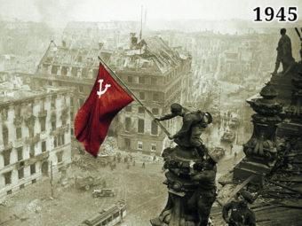 Фото советские солдаты возражают знамя над Рейхстагом