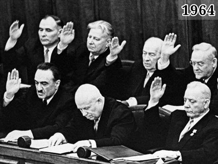 Фото Никита Хрущев среди членов ЦК - Голосование за отставку Хрущева
