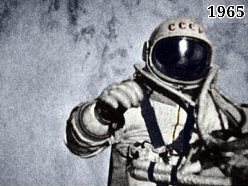 Фото Алексей Леонов в открытом космосе