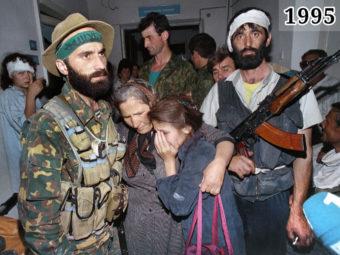 Фото Шамиль Басаев, боевики и заложники. Будённовск, 1995 год