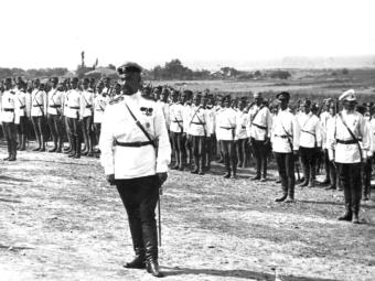 Фото генерал Кутепов на построении войск, Галлиполи 1920 г.