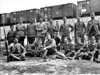 Фото генерал-лейтенант Работа Гайда с личной охраной 1918 год