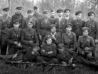 Фото группа боевиков Украинской повстанческой армии